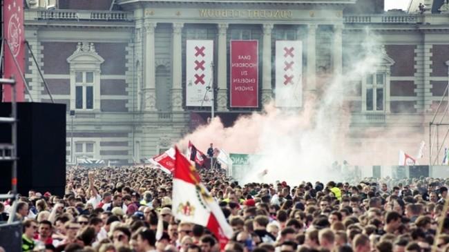 Stattan Men Edilen Ajax Taraftarlarından İlginç Hamle!