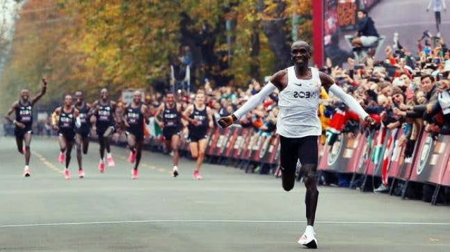 Kenyalı Atlet 42 Km'yi 2 Saatin Altında Koştu!